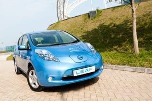 voitures électriques Nissan Leaf Tesla